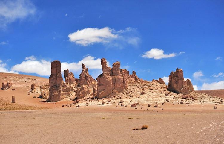 Salar de Tara em San Pedro de Atacama no Chile: Monjes de la Pacana